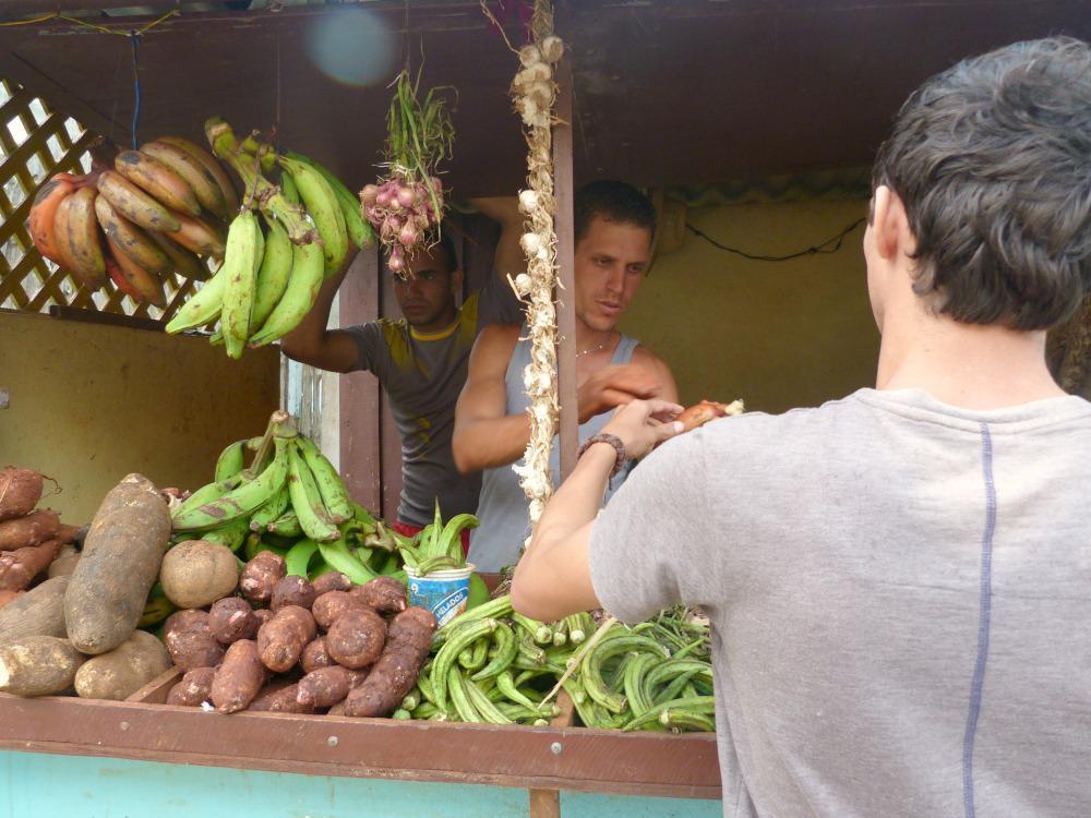 cuba-eten-tips-straatstalletje-fruit