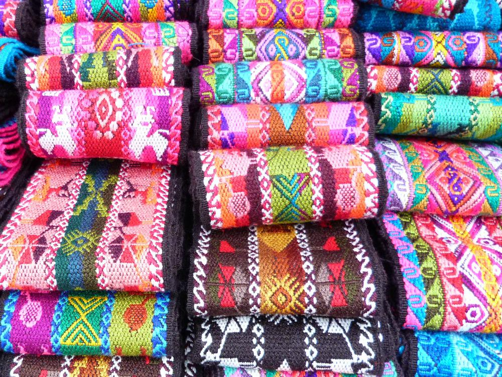 ecuador-otavalo-gekleurde-banden