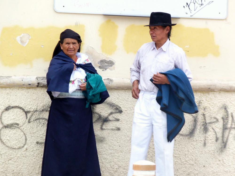 ecuador-otavalo-locals