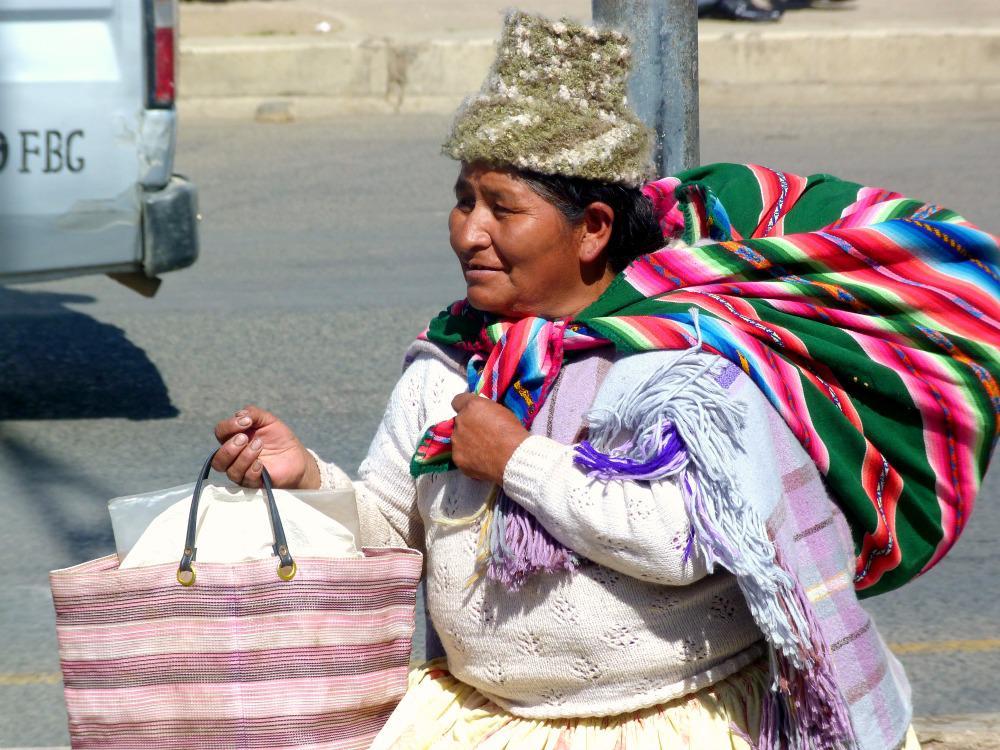 bolivia-la-paz-straatbeeld-aymara-vrouw