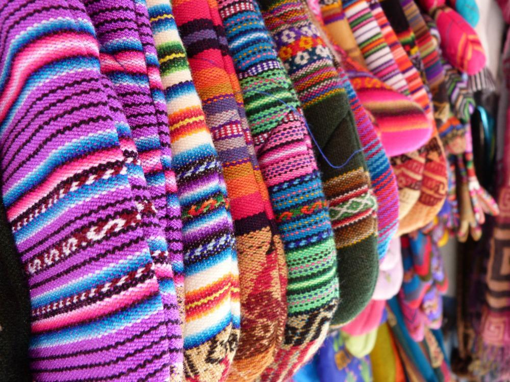 bolivia-lapaz-artesania-alley