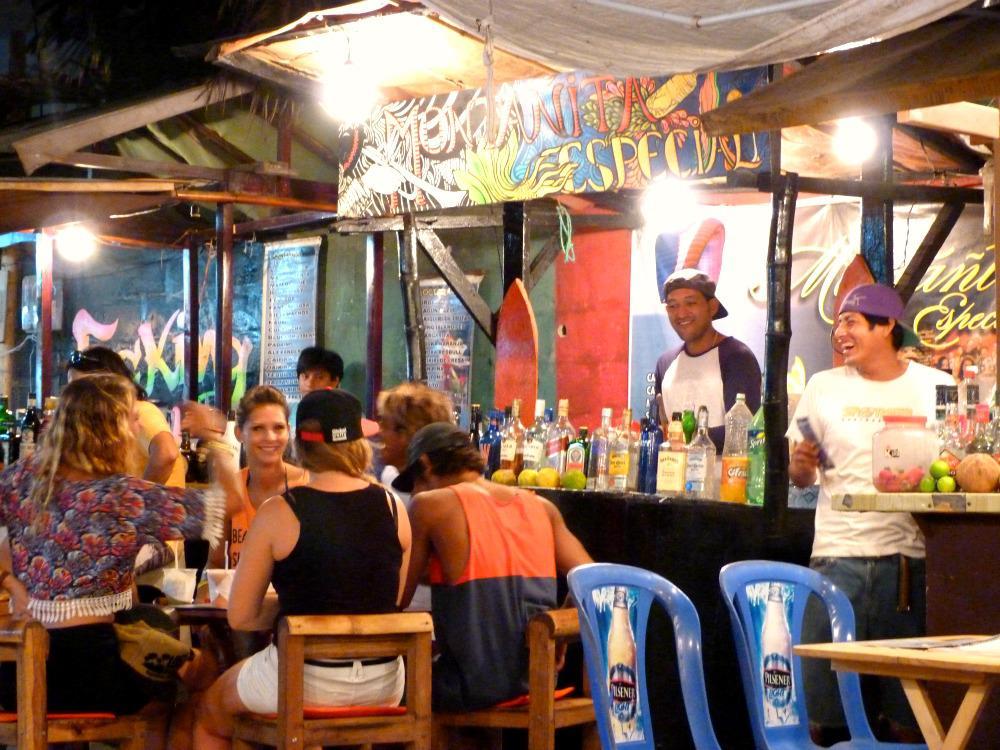 montanita-ecuador-cocktails-straat