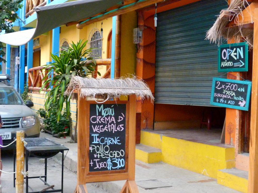 montanita-ecuador-strand-lunchen