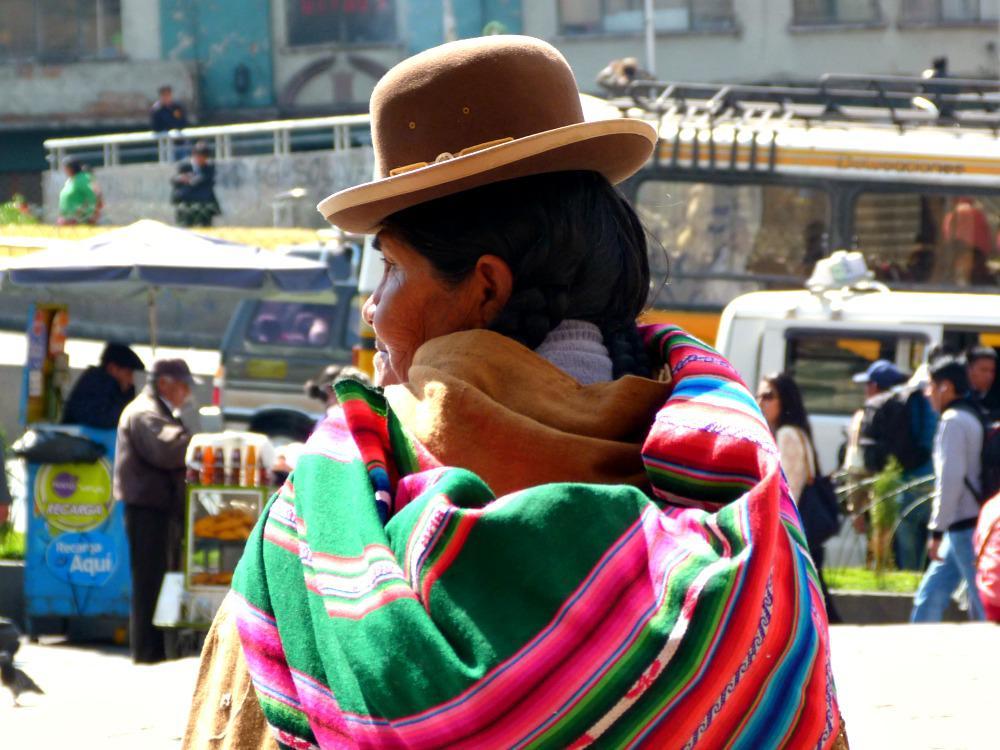 update-3-maanden-aymara-vrouw-rug