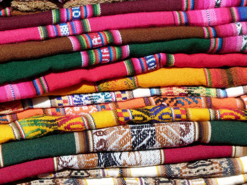 bolivia-kleuren-doeken-markt