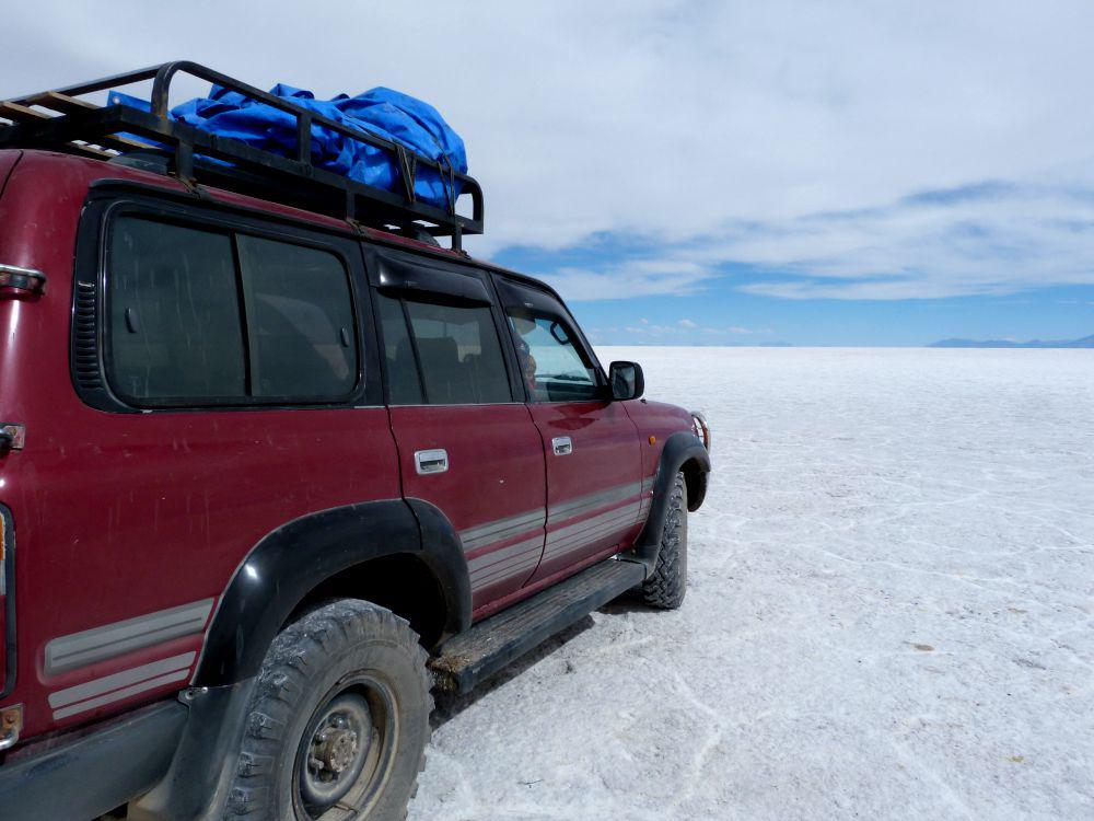 bolivia-uyuni-jeep-salar