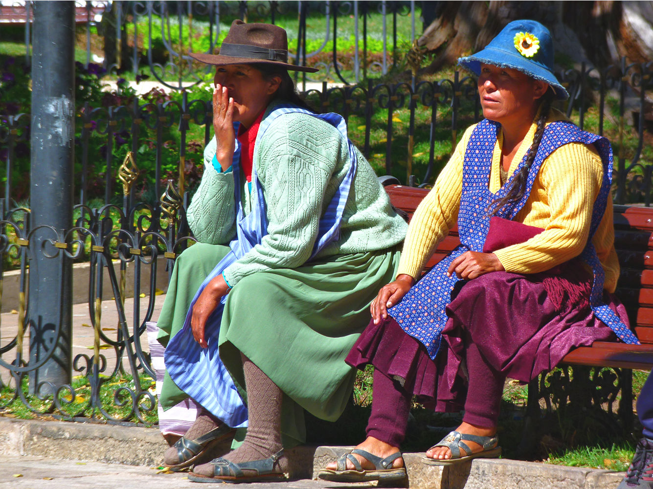 sucre bolivia tips - vrouwen op plaza