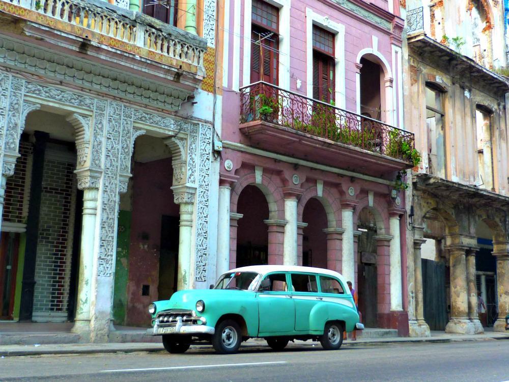 cuba-havana-oldtimer-facade-gebouw