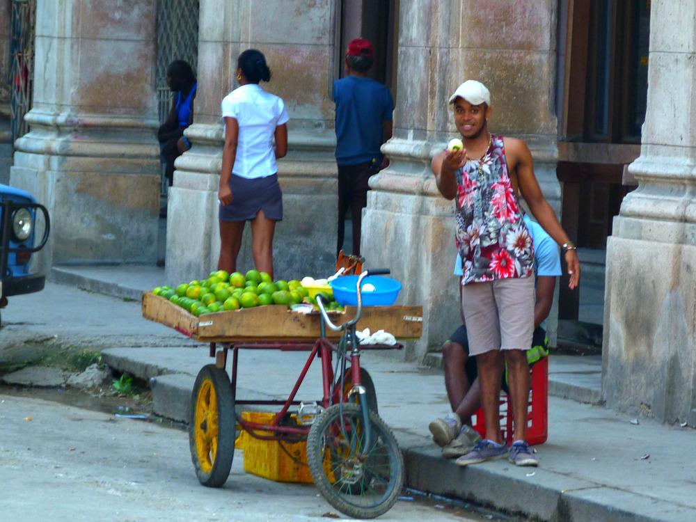 cuba-havana-sinasappel-verkoper