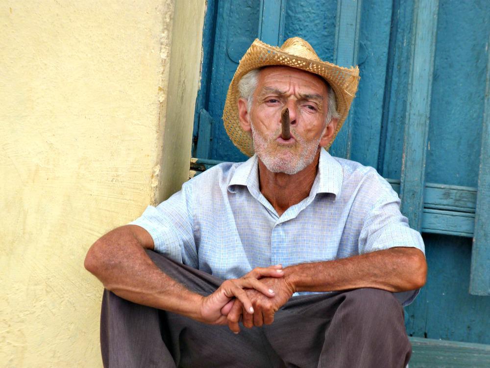 trinidad-portret-man-sigaar