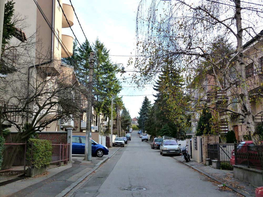 aankomst in Belgrado, Servië - straat van ons appartement