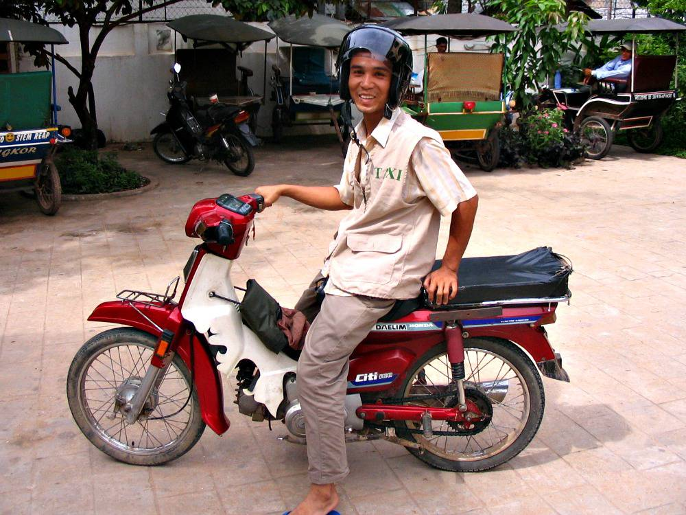 angkor-wat-brommer-taxi-tempels-cambodja