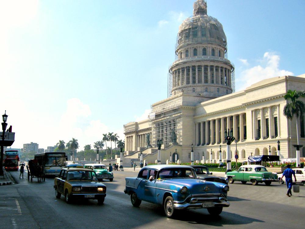 cuba-havana-tips-capitolio-oldtimers