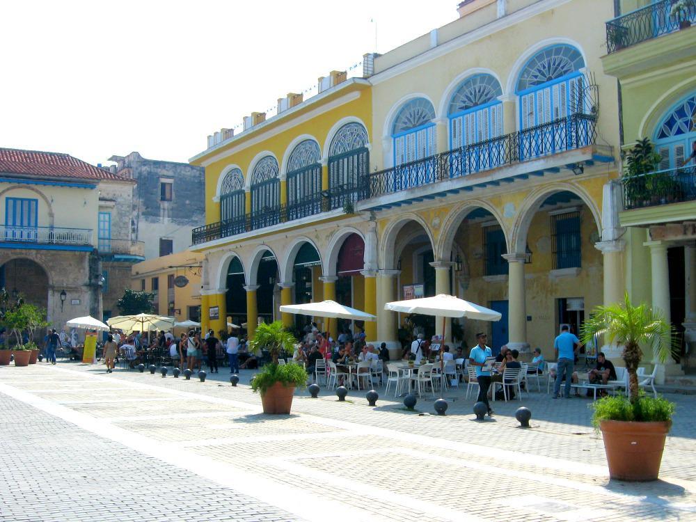 havana-cuba-plaza-vieja-terrassen