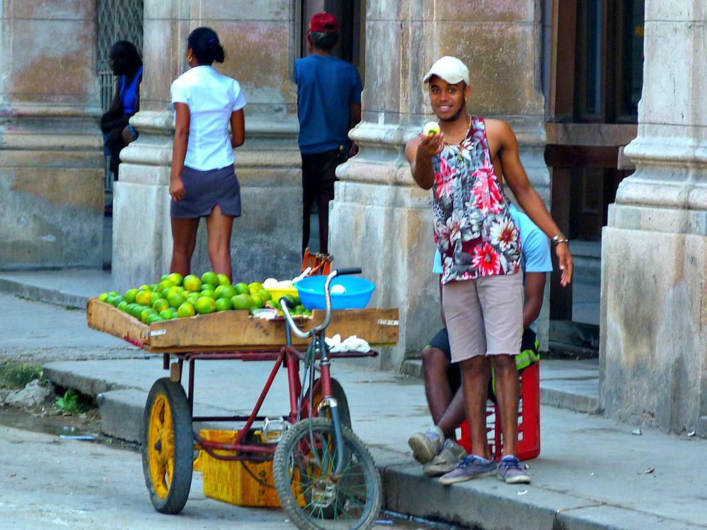 havana-cuba-straatverkoper