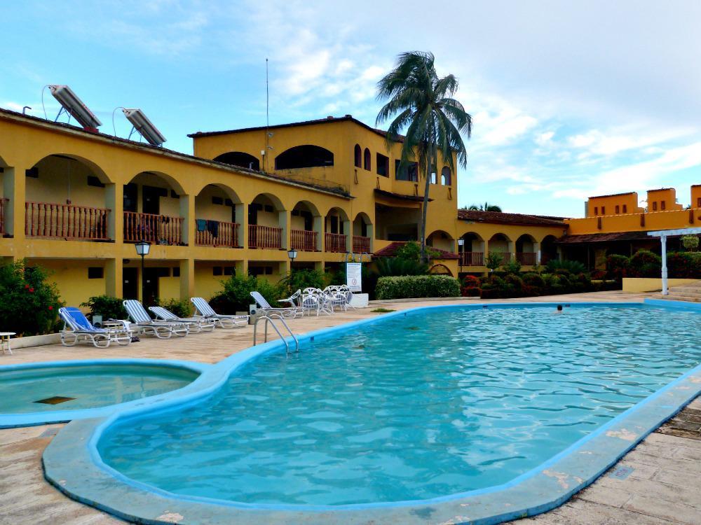 tips-baracoa-cuba-castillo-zwembad