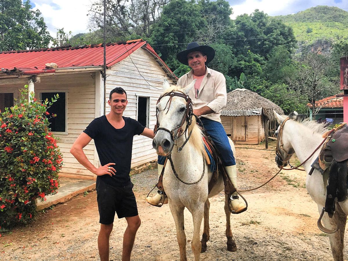 paardrijden vinales cuba - juan josé en jesús