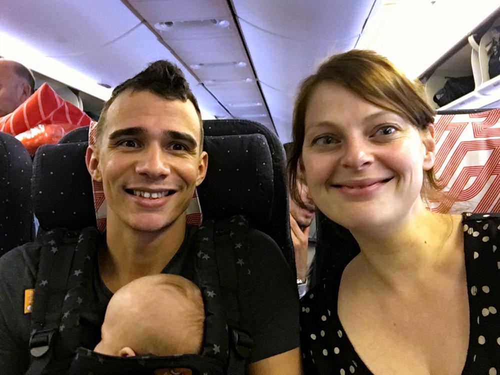 cuba met baby vliegtuig