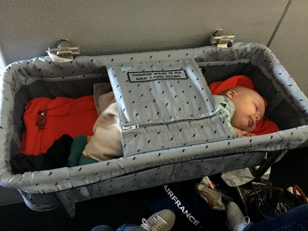 reis met baby bassinet