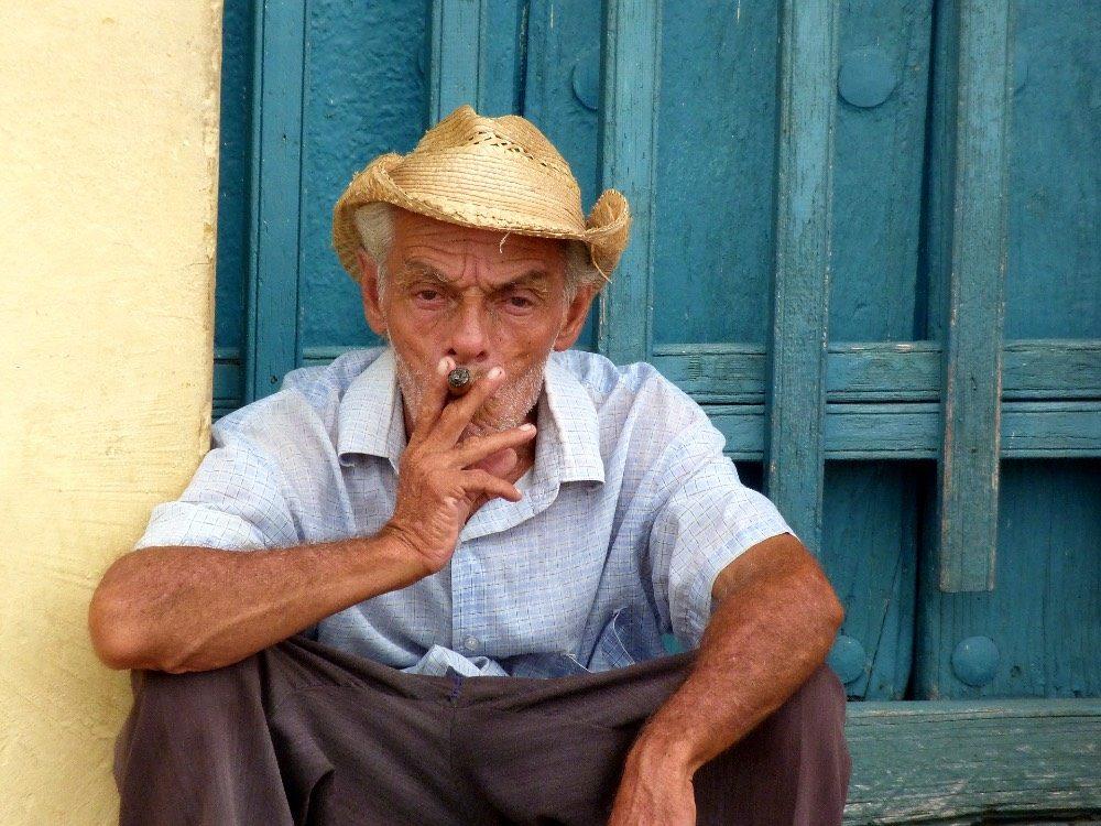 paklijst cuba rondreis - man sigaar